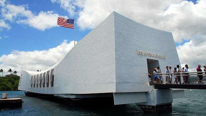Visitors enjoying the uss memorial tour