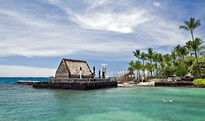 The Ahuena Heiau, located in Komakahonu bay