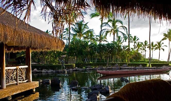 Grand Wailea floating restaurant