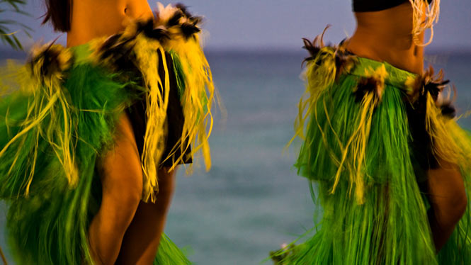 Hula dancers performing at a Hawaii dinner show