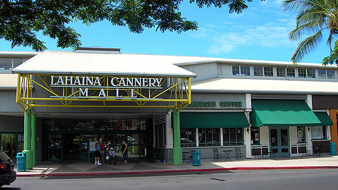 outside the lahaina cannery mall