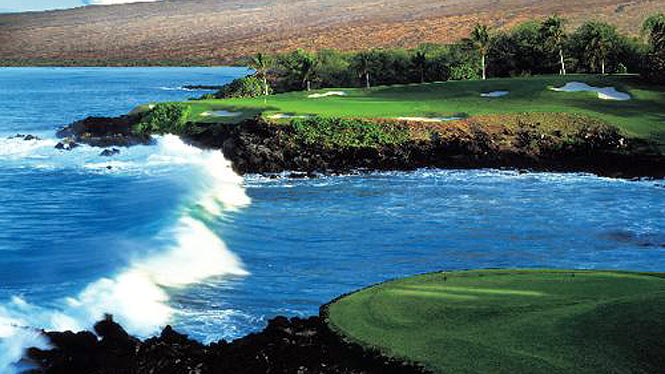 shot over water on the Mauna Kea golf course