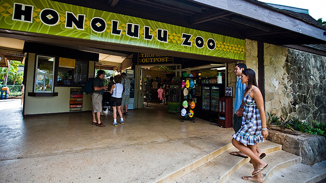 entrance to the Honolulu zoo