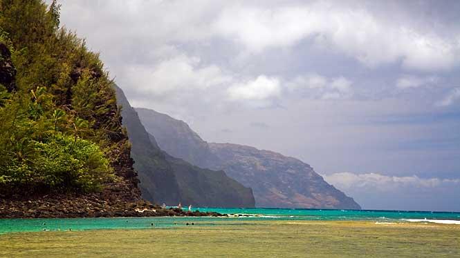 http://www.aloha-hawaii.com/wp-content/uploads/2010/08/haena-beach-park.jpg