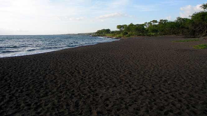 Black Sand Beach Aloha Hawaiiblack Sand Beach Aloha