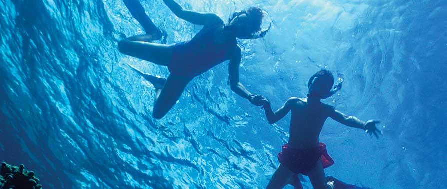 2 people snorkeling
