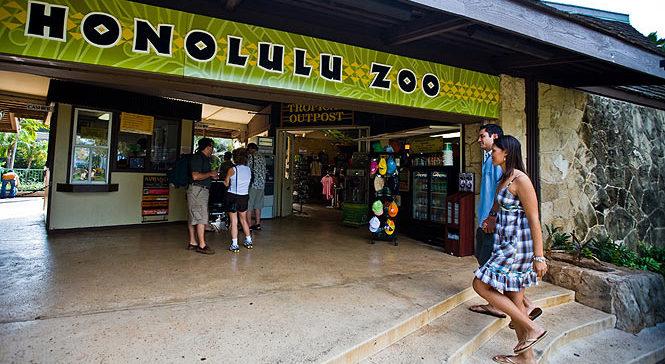entrance to the Honolulu zoo