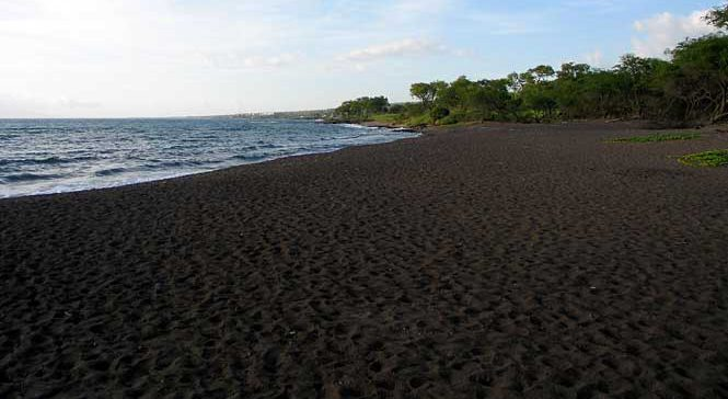 Oneuli Black Sand Beach