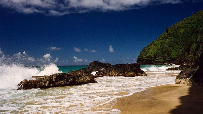 Waves breaking on rocks at Hanakapiai Beach