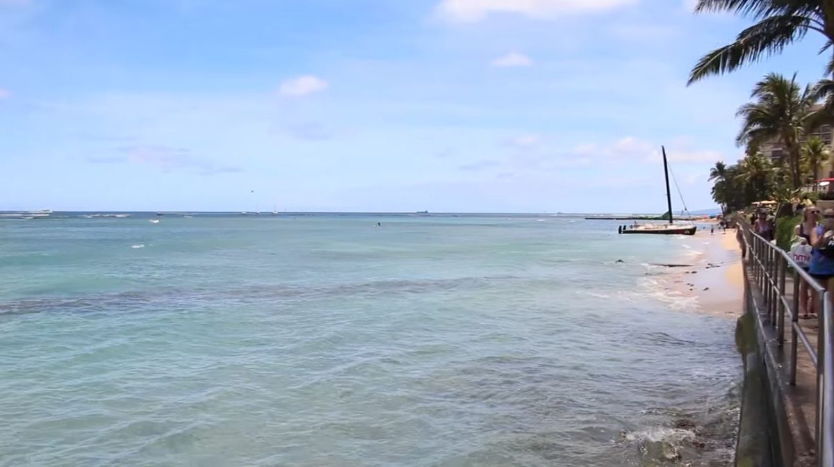 Grays Beach on Oahu with the beach walk